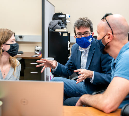 Alexandre Martin (center) and graduate students. Photo Ben Corwin | UK Research.