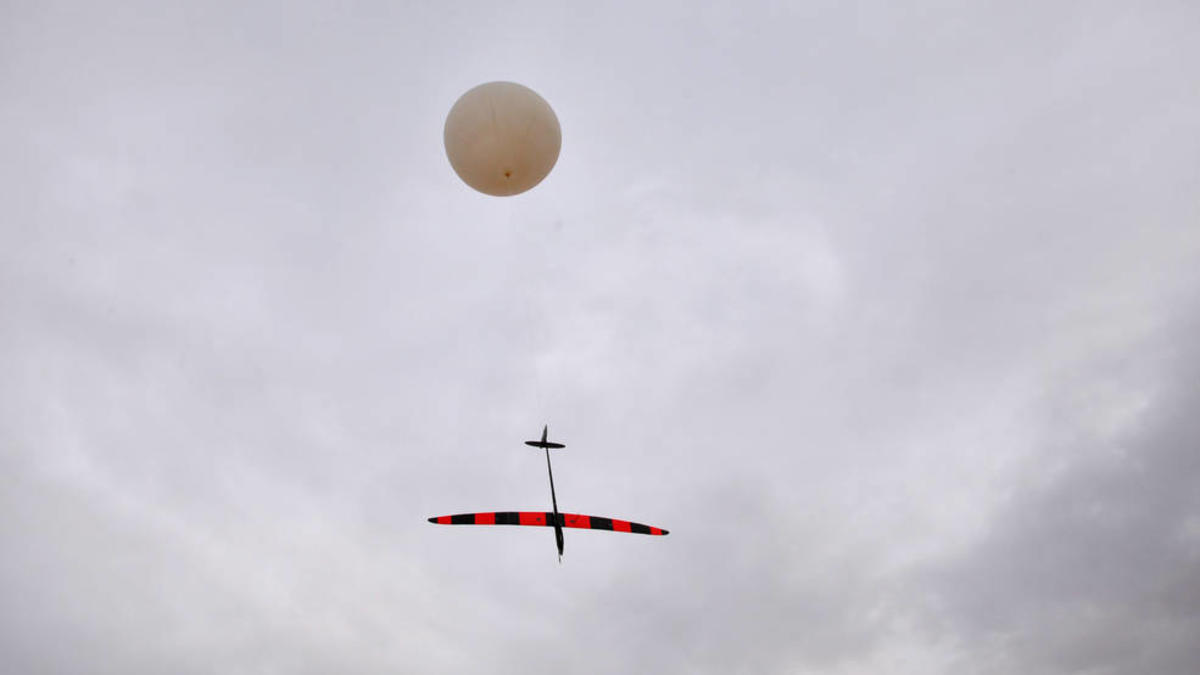 The uncrewed HiDRON stratospheric glider from Stratodynamics is designed to release from a sounding balloon at near-space altitude, enabling a controlled descent for technology payloads aboard. Credits: Stratodynamics, Inc./UAVOS
